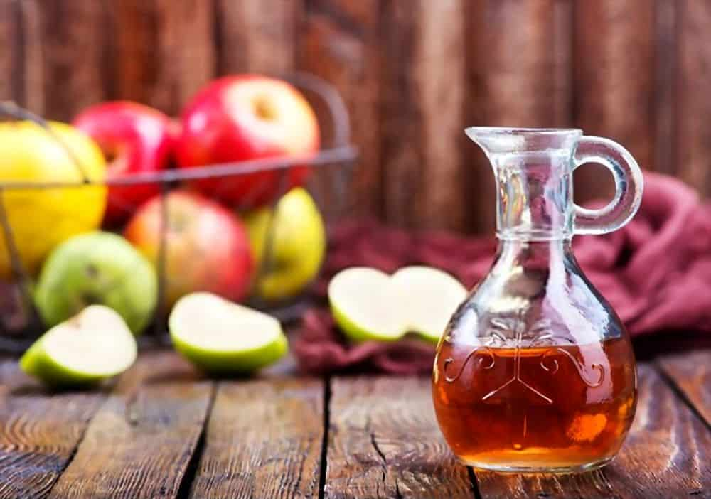 Applying Apple Cider Vinegar