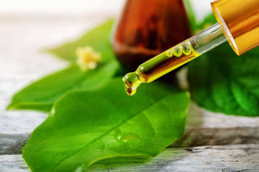 do you apply tea tree oil before or after moisturizer