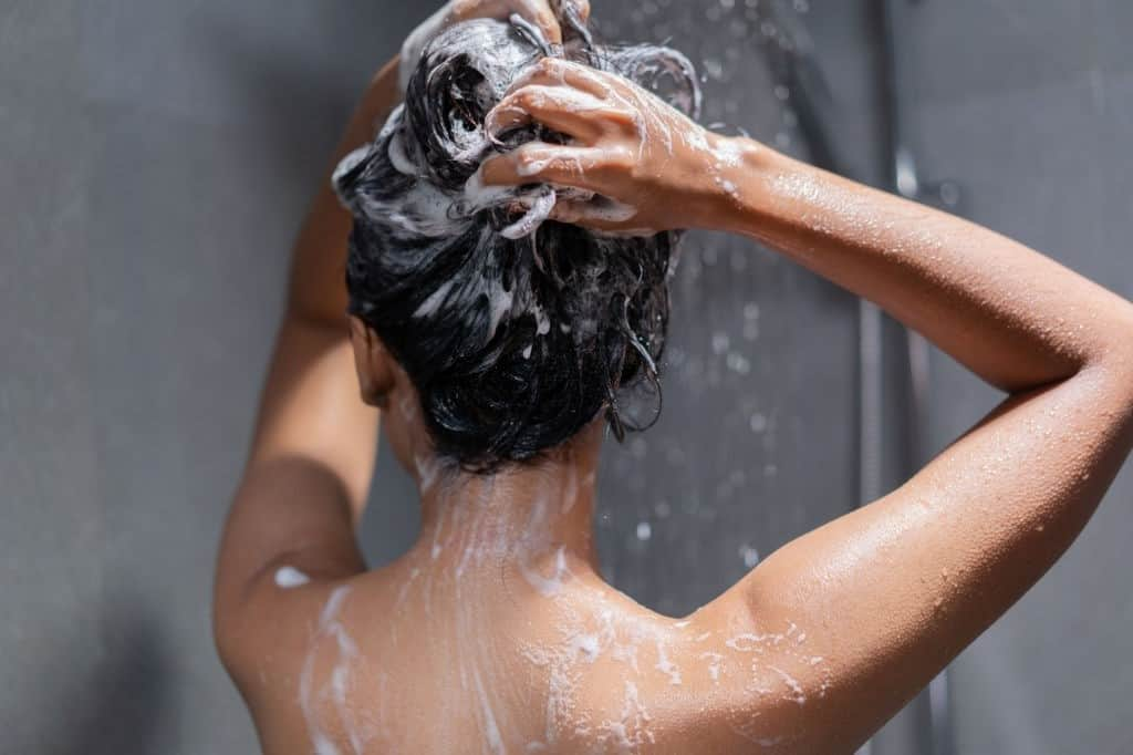 should you wash your hair everyday if you have dandruff